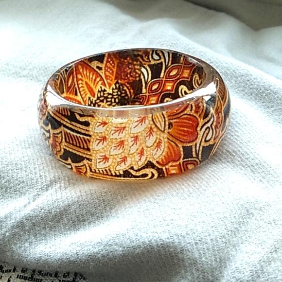Vintage Lucite/Resin Bangle Bracelet